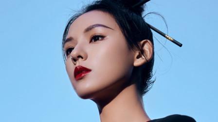 张予曦用筷子做造型,头顶筷子的她,在巴黎街头摆POSE