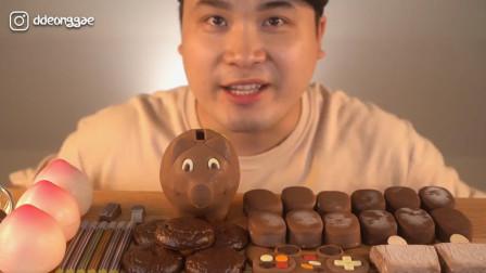 韩国大胃王吃巧克力冰淇淋,一口一块往嘴里塞,真佩服他的牙口!