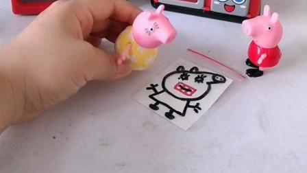 少儿益智亲子玩具:小猪佩奇给猪妈妈画了画像,可是怎么给猪妈妈画了大龅牙呢,看看佩奇是怎么变没的!