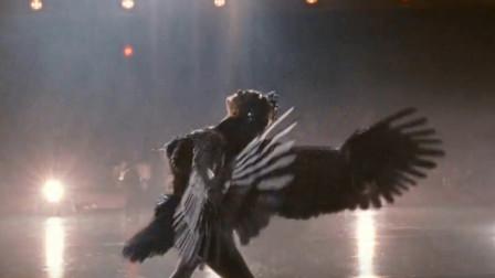 女孩身体发生变异,背上长出黑色羽毛,变成一只黑天鹅!
