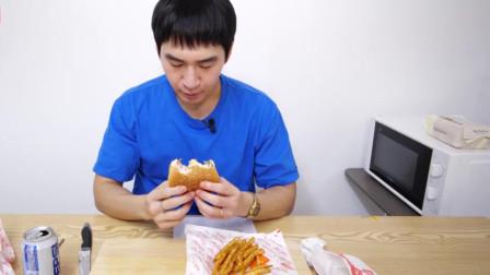 大胃王小哥吃播,芝士牛排汉堡蘸番茄酱,喝可乐,真是太香了