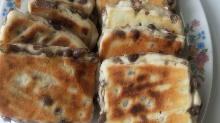 面粉别再蒸馒头了这样做的红豆饼永远吃不够再也不买红豆面包了