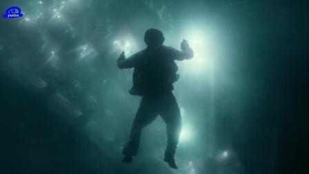 少年派的奇幻漂流:这场海上风暴丝毫看不出任何特效的痕迹,太真实了