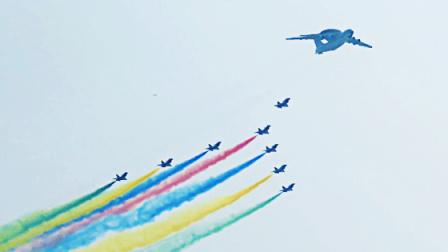 新中国成立70周年阅兵空中梯队接受检阅