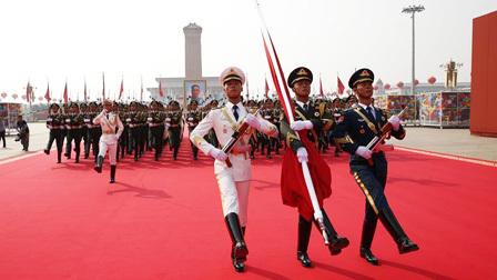新中国成立70周年阅兵国旗仪仗队进行升旗仪式