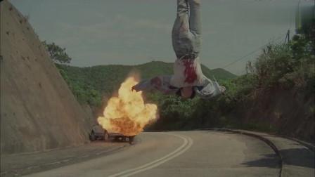 女警为毒枭, 竟吊在空中做活靶子, 不料一个倒挂割喉结束战斗