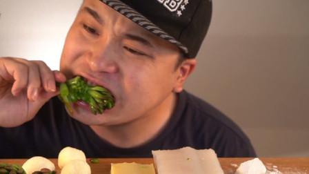 多肉植物、芦荟和假奶酪?胖小伙吃的都是什么呀,太奇葩了吧