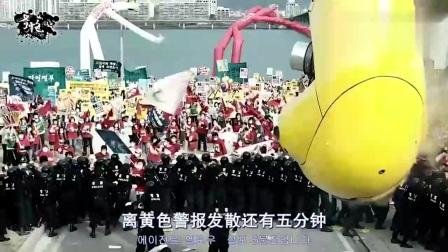 4分钟速看电影《汉江怪物》,桥上巨型鱼怪,窜到岸边人类