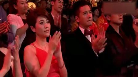 筷子兄弟现场演唱《父亲》音乐一响起,台下的嘉宾早已湿了眼眶