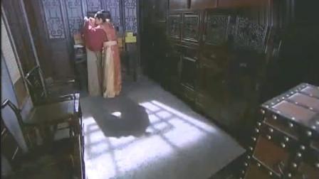 贪官得到一件隐身衣后,穿上跑到珠宝店偷起了珠宝,有意思!