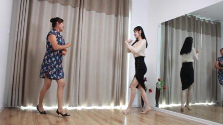 国庆节母女二人在家开心舞一曲 美好的假期开始了
