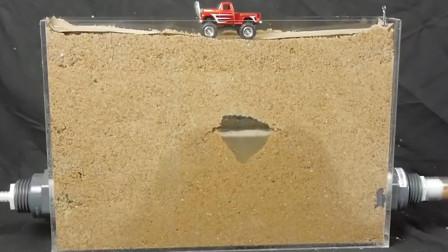 沙子下有水会发生什么?老外模拟实验,看完吓出一身冷汗!