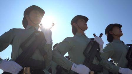 挂枪受阅,英姿飒爽!她们的名字是中国女兵!