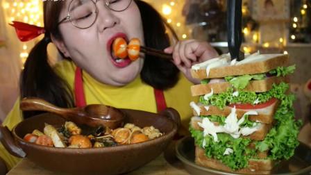 可爱肉姐吃美味麻辣烫,配着超大只的牛油果三明治,大口啃得真爽,想吃