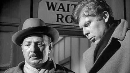 变态人狂混入火车站,在场每个人都有嫌疑,下一个者会是谁?希区柯克剧场《危险人物》