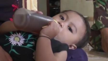 父母因买不起奶粉,竟给6个月大婴儿喝咖啡,孩子的现状令人担忧