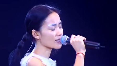 15年前王菲现场翻唱邓丽君名曲《但愿人长久》,听到沉醉