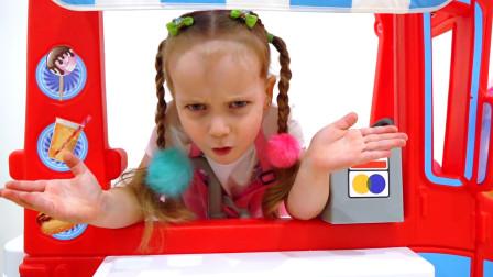 萌娃小可爱体验生活,开店卖起了冰淇淋!—萌娃:冰淇淋的包装袋要扔到垃圾箱哟!
