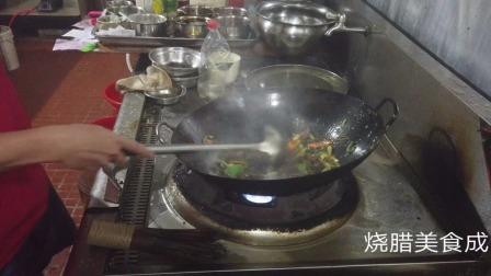 来了一单酸菜牛肉饭外卖,主厨的这种做法,我表示看不懂