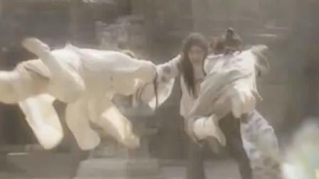 两大武林高手联和对付女魔头,这一战九死一生,精彩极了!