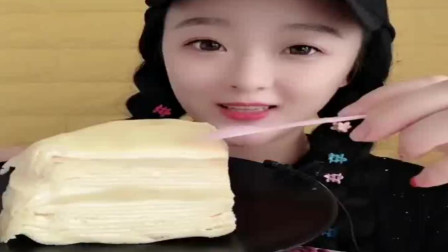 小可爱美女吃食玩:好吃的榴莲千层蛋糕,喜欢上了这个味道