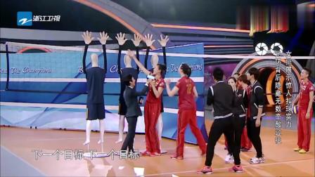 女排的手劲有多大,假人的手被排球生生打断,全场震惊