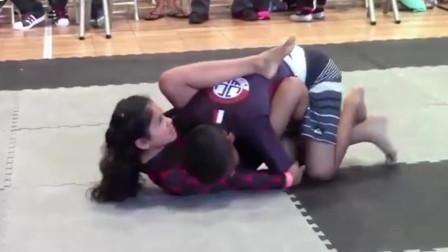 巴西柔术男女对决,这个女孩好厉害!