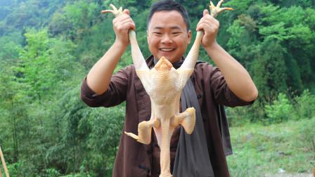 农村小伙150元买了一只土鸡,在户外秘制钵钵鸡,一人吃一大盆,真爽