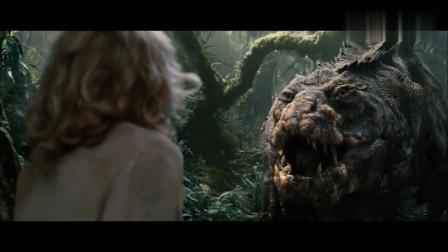 美女发现一只远古鳄鱼正在进食,结果鳄鱼逮捕美女时反而被吃了