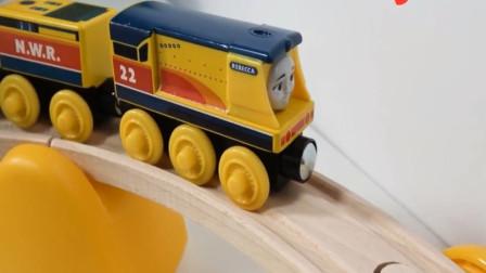 趣味玩具 拼装托马斯小火车木质轨道玩具视频