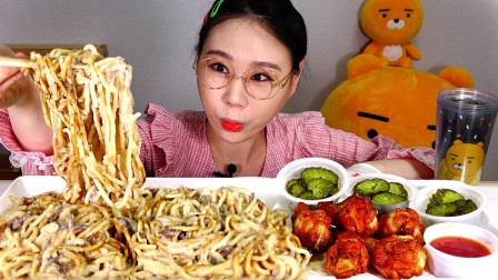 """韩国吃播 - """"奶油意大利面+烧烤味鸡腿"""",看着真诱人,吃得真香"""