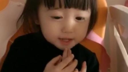 妈妈让小萝莉展示英语,一说大香蕉,小萝莉反应太大了