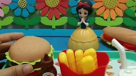 奥特曼之前救过白雪公主,白雪要做好吃的汉堡和薯条送给奥特曼,小朋友你们送小爱心让食物变成真的吧!