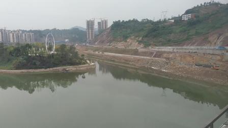 K529通过达万线州河大桥15:43
