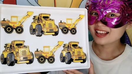 """小姐姐吃创意""""挖掘机巧克力"""",黄身长臂大车轮,奶香浓郁好甜蜜"""