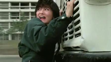 皇家师姐:师姐虽是身手不凡,但情急之下还是放弃挣扎!