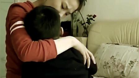 """8歲男孩還吃""""母乳"""",每天至少3次,母親無奈:8年沒上班"""