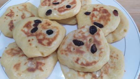 玉米面小饼新做法,加一把葡萄干,粗粮细作,口感细腻,营养好吃