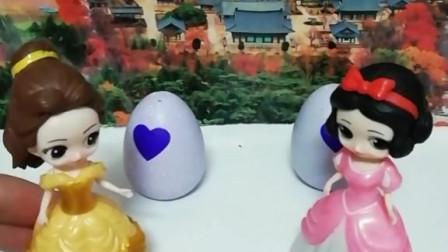 育儿亲子游戏玩具:白雪和贝儿能成功救出小马宝莉吗