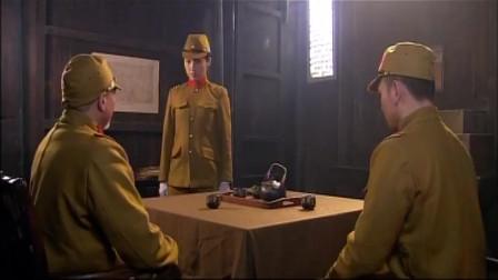 密战太阳山:上级看袁慧离去的背影,开始不信任她,命男子监视她