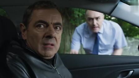 憨豆先生逃命途中拦了一辆车,不料是辆教练车,学员都快吓哭了
