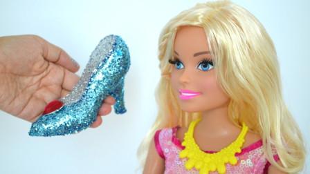 芭比娃娃收到了一只亮晶晶的鞋子,究竟是怎么做出来的呢?