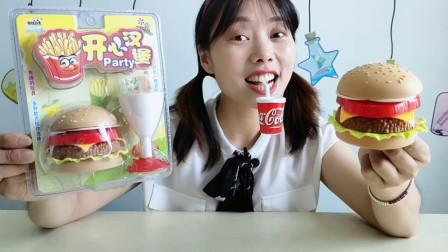 """妹子拆箱吃""""汉堡包套餐糖果"""",造型逼真有趣味,糖果酸甜又好吃"""