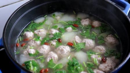 冬瓜丸子汤最好吃的做法,清淡爽口不油腻,汤汁下饭,3斤不够吃