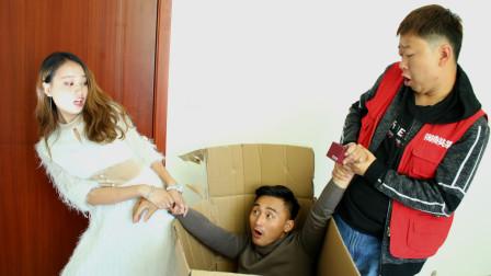 小伙向女朋友求婚,让快递小伙把自己装进箱子里,太有才了