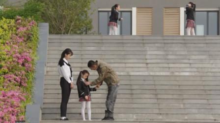 蓝妞将要去非洲,特种兵爸爸担心安全,那全是恐怖分子