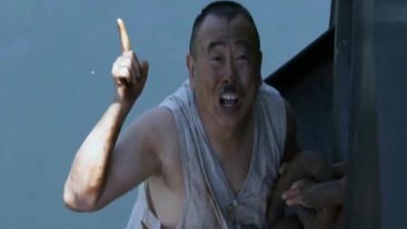 举起手来2:小伙脑子缺根弦,被说成脑子受伤,居然授予了勋章!