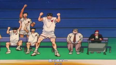 灌篮高手:樱木抢篮板,赤木盖帽,流川枫灌篮,湘北攻势排山倒海