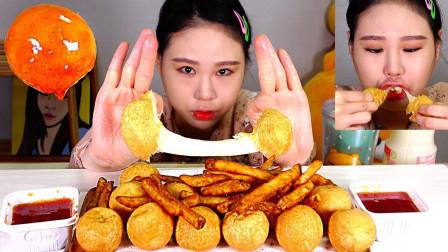 """韩国吃货卡妹,吃""""芝士球+薯条+甜辣酱"""",看这吃相,吃得真过瘾"""