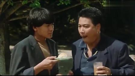 """与龙共舞:看达叔吃""""菠萝面包""""太过瘾了,吃噎住了再来一杯饮料,太爽了"""
